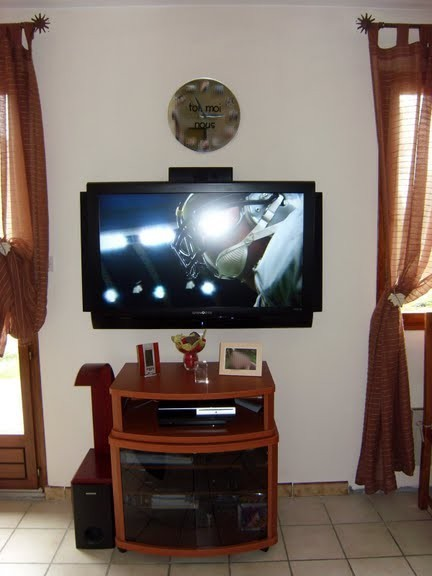 installation tv lcd et home cinema au mur. Black Bedroom Furniture Sets. Home Design Ideas
