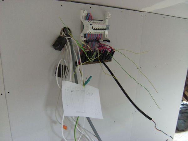 Blog de magicmanu :Aménagement de notre maison, Tableau électrique posé