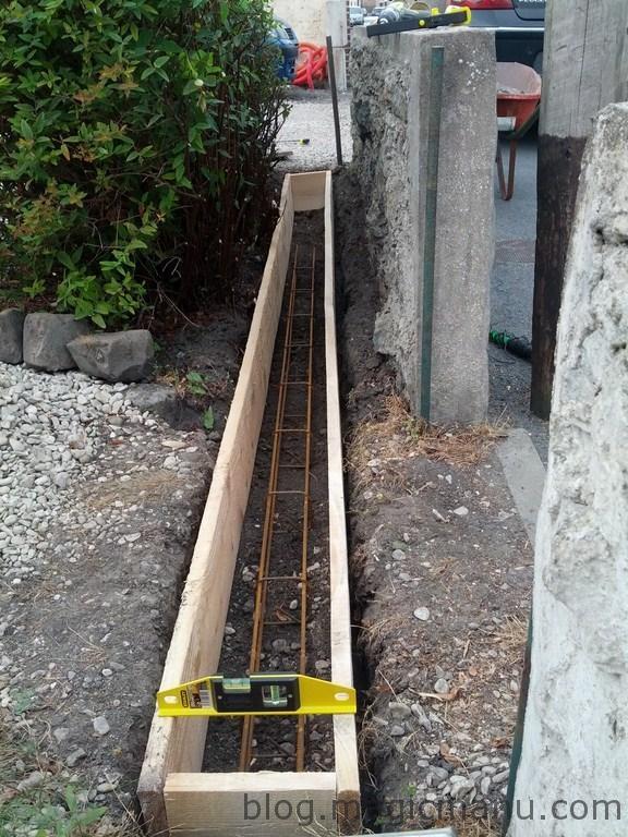 Blog de magicmanu : Aménagement de notre maison, Portail coulissant : la semelle béton