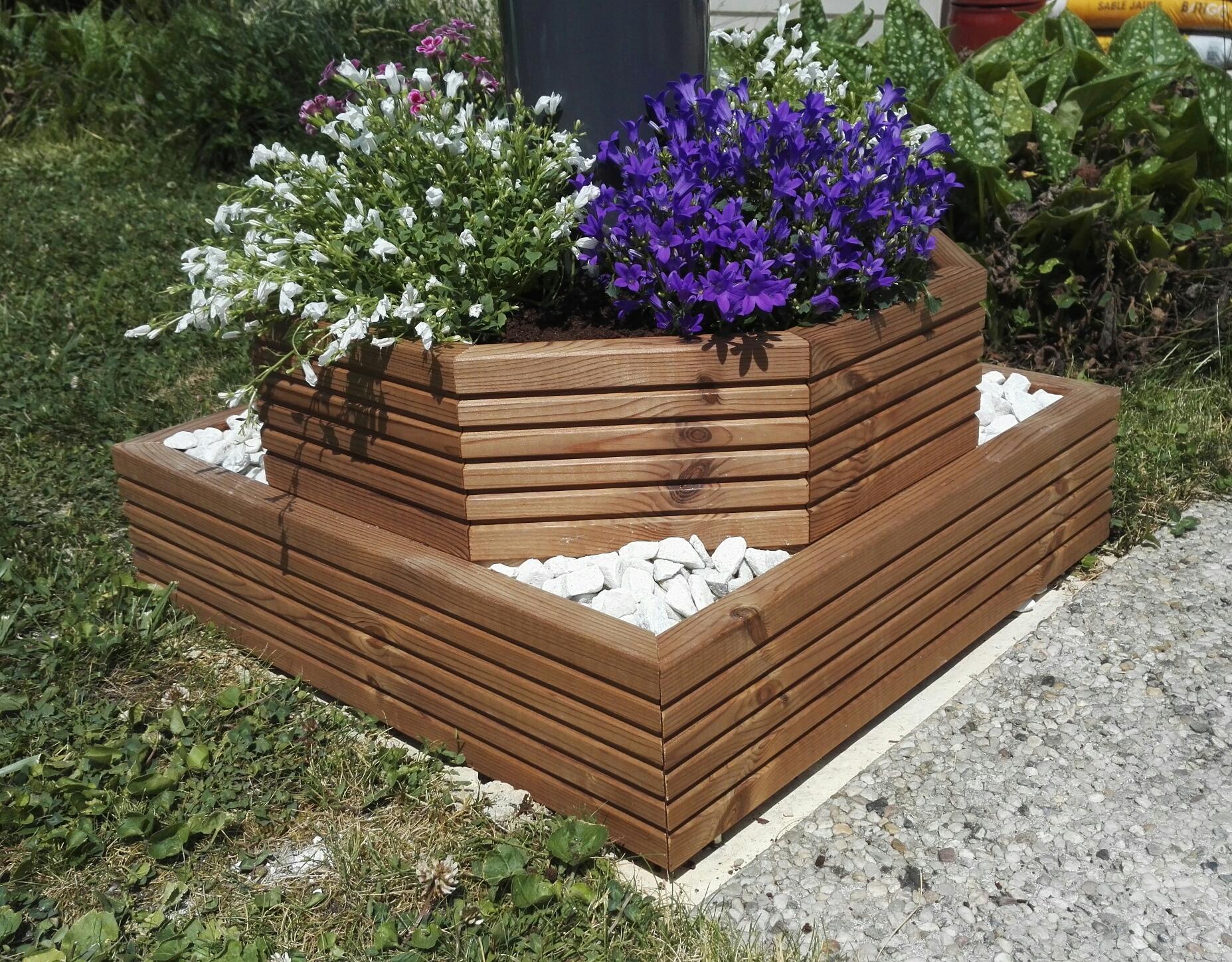 jardiniere sur terrasse beautiful les planches sont assembles avec des querres et des tasseaux. Black Bedroom Furniture Sets. Home Design Ideas