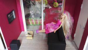 Fabriquer un salon pour maison de poupée Barbie (canapé en cuir)