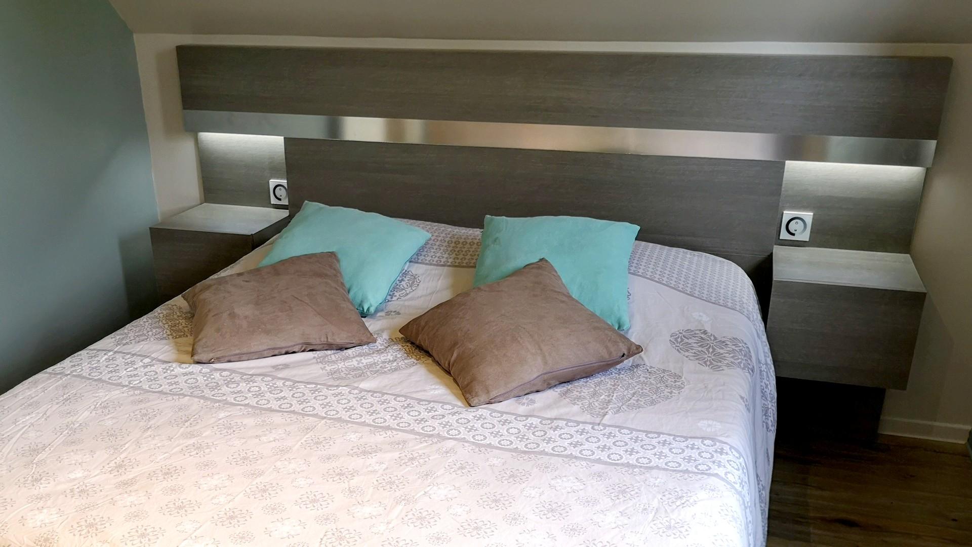 You are currently viewing Fabriquer une tête de lit avec chevets et éclairage intégrés