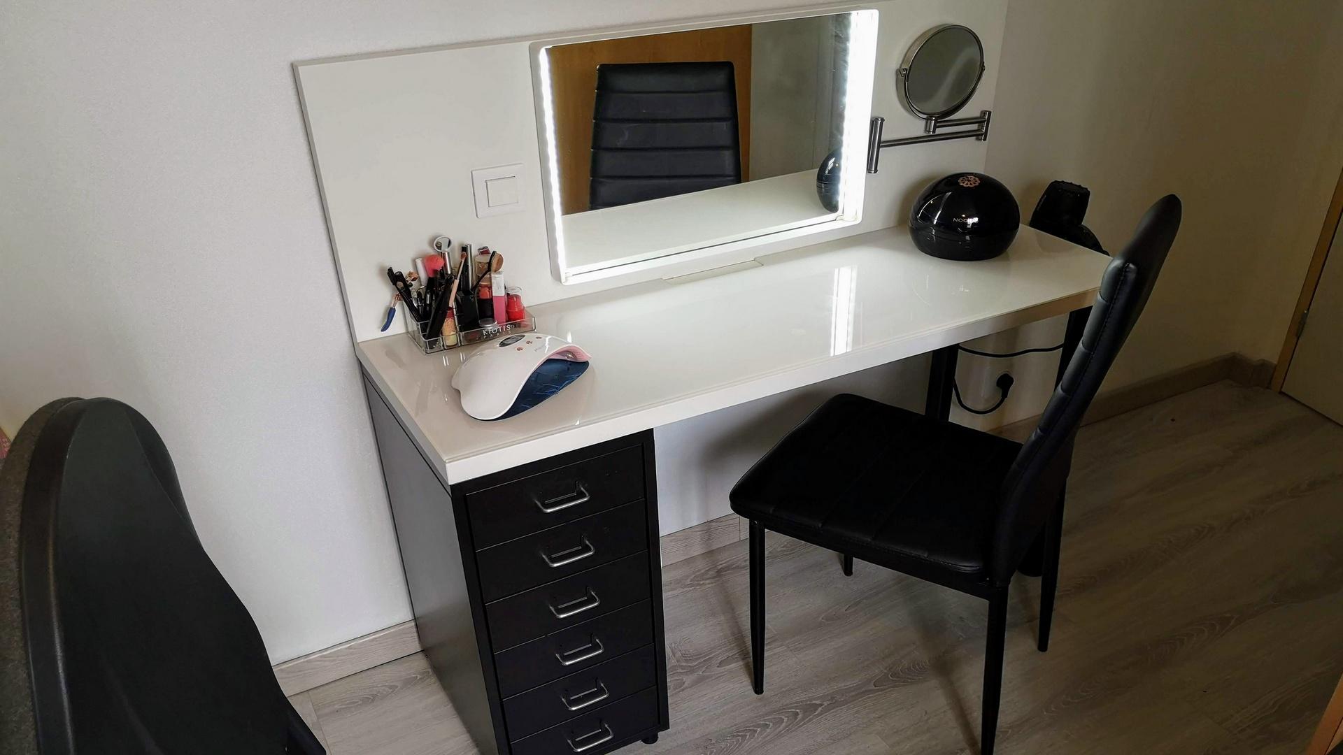 You are currently viewing [Mini Tuto] Fabriquer une coiffeuse avec des éléments Ikea